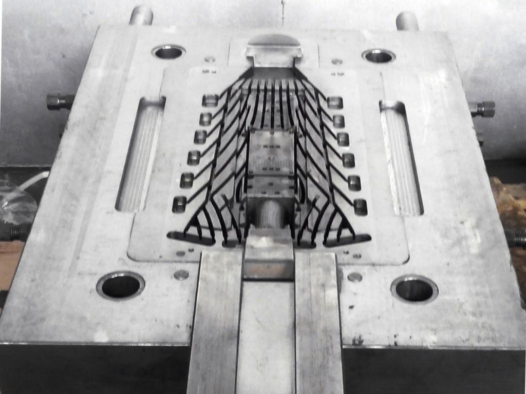 Литейная форма для литья алюминия под давлением.